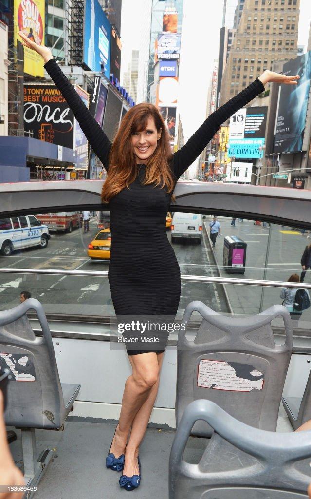 """Gray Line New York """"Ride Of Fame"""" Honors Supermodel Carol Alt"""
