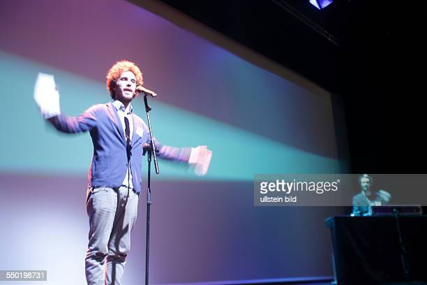 Moderation Julian Heun SlamPoet und Autor Berlin bei Heimat und Nomadentum Die Slam Poetry Gala beim Poesiefestival Berlin in der AdK Mit Bas...