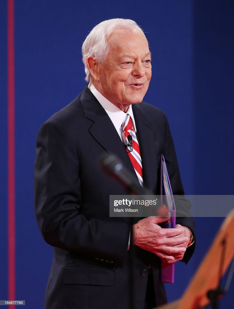 Moderator Bob Schieffer of CBS speaks on stage prior to the debate between US President Barack Obama and Republican presidential candidate Mitt...