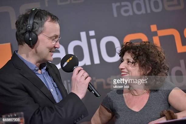 Moderator Knut Elstermann mit Schauspielerin und Autorin Adriana Altaras beim RadioEins BerlinaleNighttalk am Rande der 65 Internationalen...