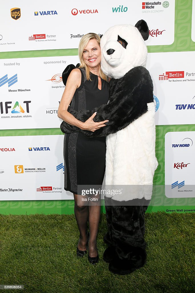 Moderator <a gi-track='captionPersonalityLinkClicked' href=/galleries/search?phrase=Nina+Ruge&family=editorial&specificpeople=216405 ng-click='$event.stopPropagation()'>Nina Ruge</a> with the Green Tec Mascot attend the Green Tec Award at ICM Munich on May 29, 2016 in Munich, Germany.