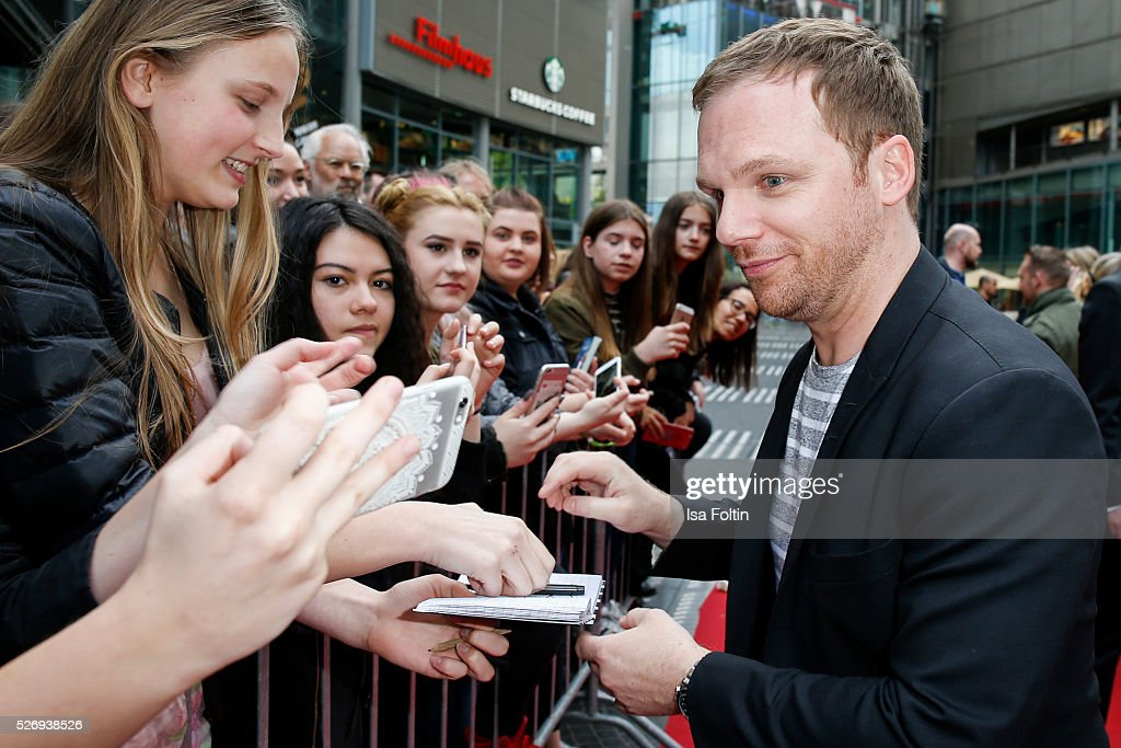 Moderator Ralf Schmitz with fans during the Berlin premiere of the film 'Angry Birds - Der Film' at CineStar on May 1, 2016 in Berlin, Germany.
