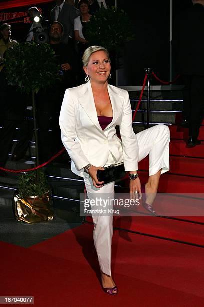 Moderatorin Aleksandra Bechtel Bei Der Verleihung Der 'Goldenen Henne' Im Friedrichstadtpalast In Berlin Am 210905