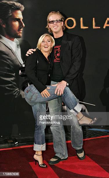 Moderatorin Aleksandra Bechtel Und Freund Bei Der Deutschlandpremiere 'Collateral' Im Sonycenter In Berlin Am 010904