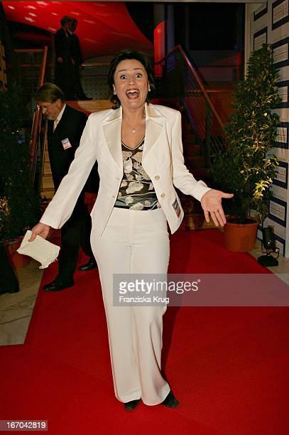 Moderatorin Sandra Maischberger Bei Der Verleihung Des 'Deutschen Medienpreis 2005' Im Kongresshaus Baden Baden Am 130205