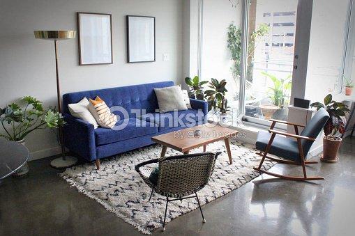 Modernes Apartment Mit Minimalistischen Mitte Jahrhundert Moderne