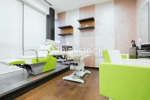 Moderno sal n de belleza foto de stock thinkstock - Interiores de peluquerias ...