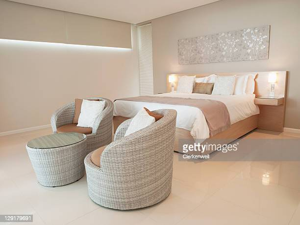 モダンなベッドルームの豪華なアパートメント
