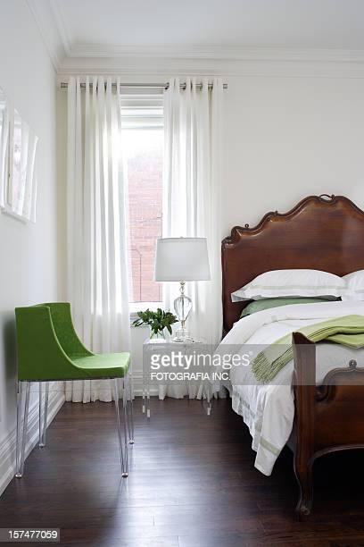モダンなベッドルーム