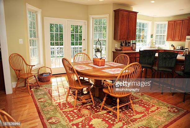 Moderner Frühstücksraum im Haus
