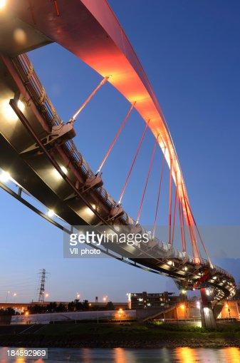 モダンな橋