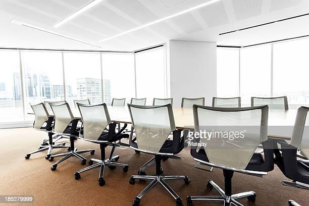 Modern, hell beleuchtete boardroom