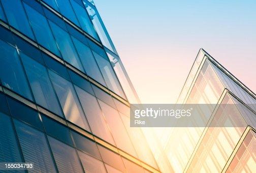 Modernes Gebäude im Sonnenlicht