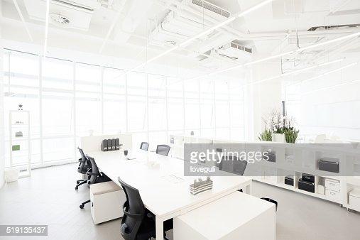 business moderno edificio ufficio in centro urbano