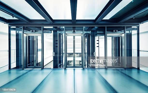 モダンなビジネス用エレベーターホール