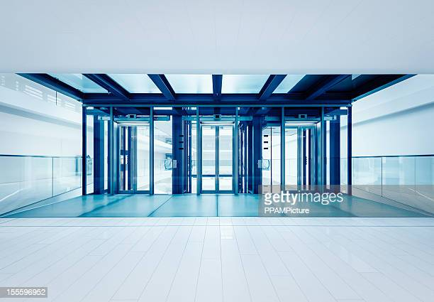 D'affaires moderne hall des ascenseurs
