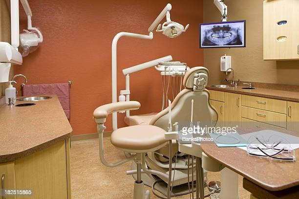 Chirurgie dentaire moderne bureau avec fauteuil et de X-Ray