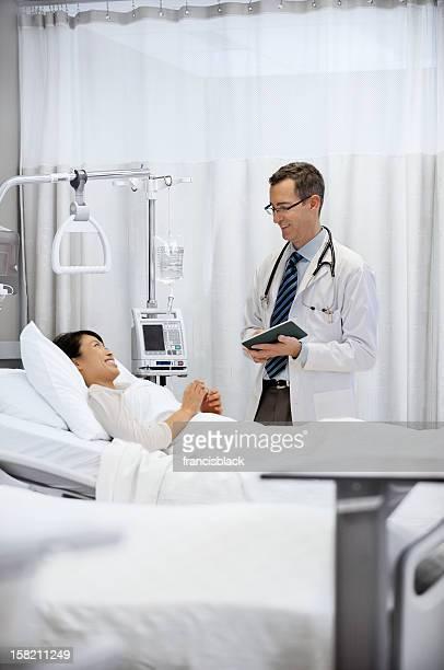 Moderne de médecin et patient de l'hôpital