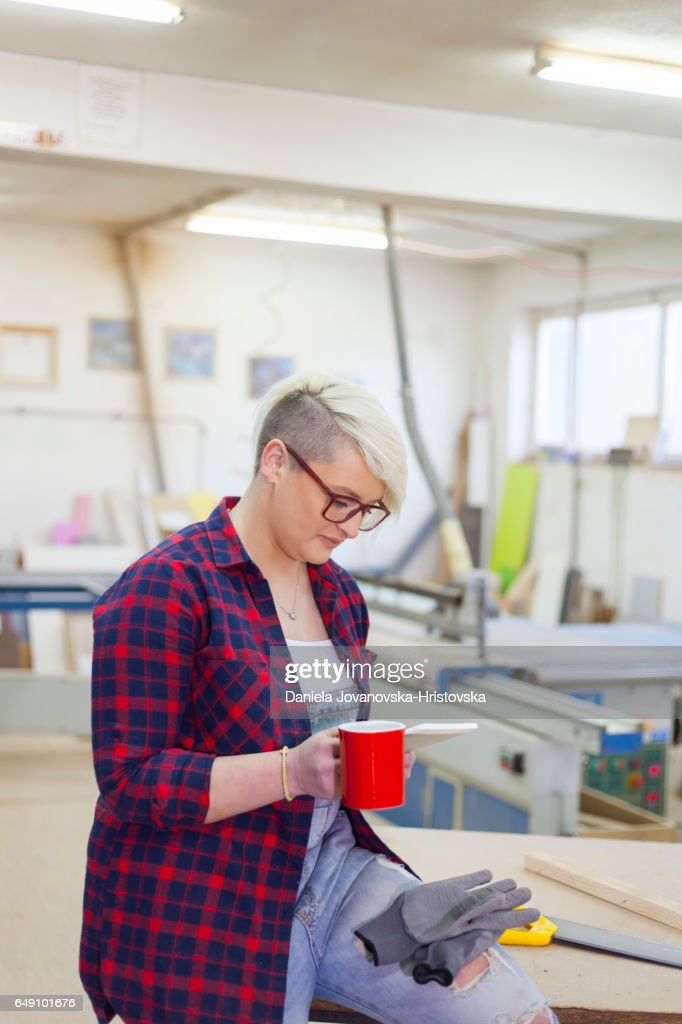modern female carpenter : Stock-Foto
