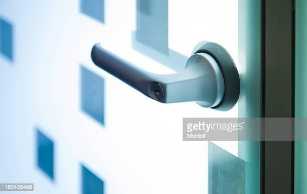 Moderne Kupfer-Tür mit Griff oben
