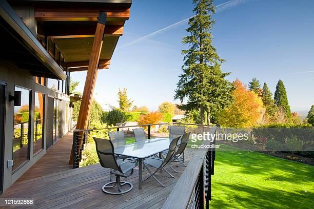 Maison moderne de la terrasse