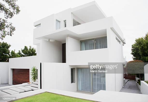 Moderna casa e giardino