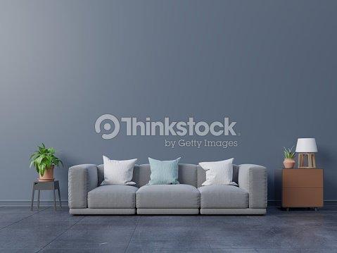 Modernes Interieur Mit Sofa Mit Wieder Dunkle Wand Stock-Foto ...