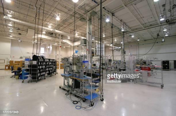 モダンな内部産業用スペース