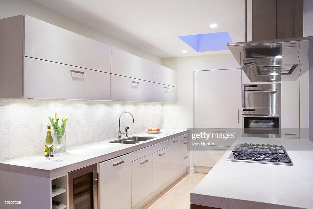Modern kitchen in white tones : Foto de stock