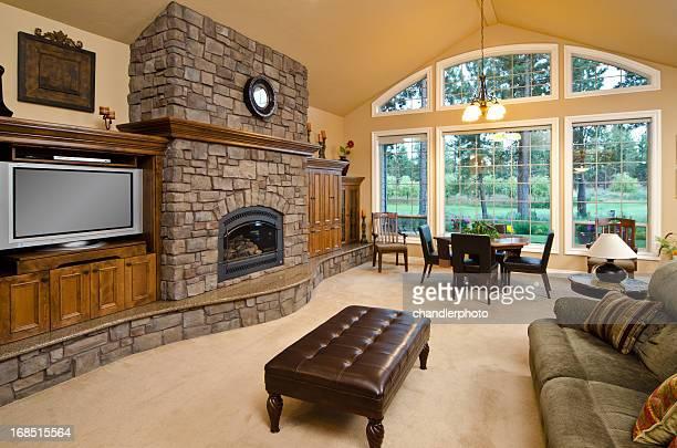 Moderne salle de séjour avec une cheminée en briques