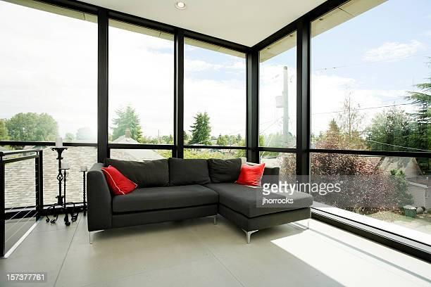 Moderne Wohnzimmer mit schwarzen sofa