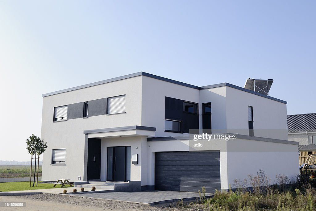 Modern Luxury White House With Garage Stock Photo Getty Images