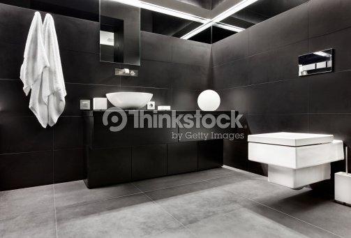Interno bagno in stile moderno minimalismo nei toni bianco for Minimalismo moderno
