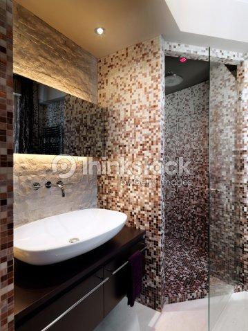 Mosaico moderno ba o con lavamanos ducha para alba iler a for Mosaico para bano precios