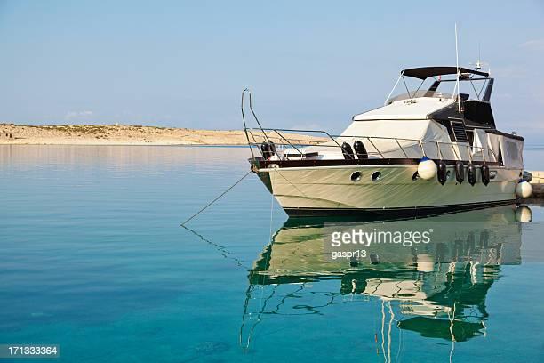 Modernen motor yacht