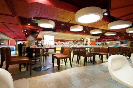 Restaurant moderne avec cuisine ouverte photo thinkstock for Cuisine ouverte restaurant norme