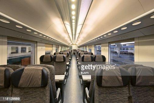 モダンな電車の内装