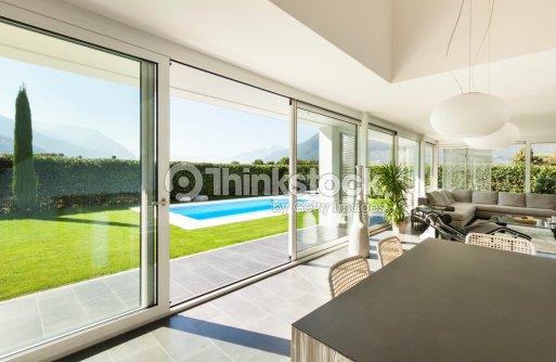 Moderne Villa Innenansicht Stock-Foto   Thinkstock