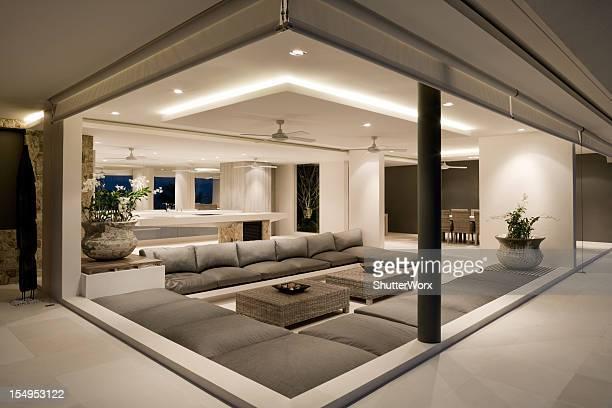 Moderne salle de séjour de la Villa