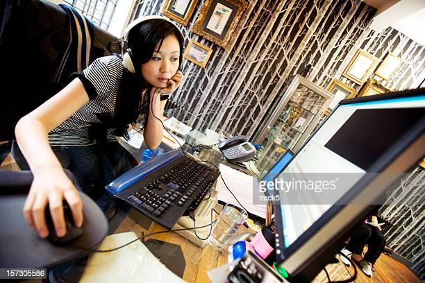 Media professionellen bearbeiten Ihre Arbeit am computer