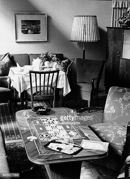 Moderne Wohnzimmereinrichtung Aus DemJahre 1952
