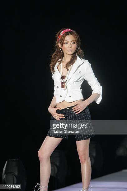 Moe Oshikiri wearing Glasieux during the Tokyo Girls Collection by girlswalkercom 2006 Spring/Summer