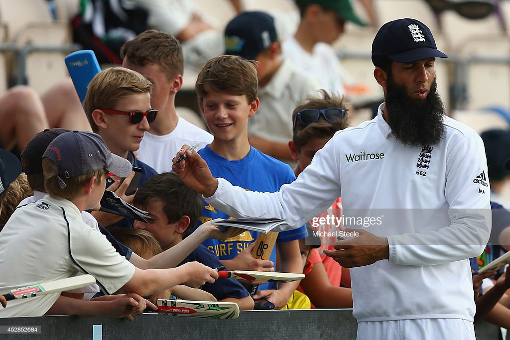 <a gi-track='captionPersonalityLinkClicked' href=/galleries/search?phrase=Moeen+Ali&family=editorial&specificpeople=571813 ng-click='$event.stopPropagation()'>Moeen Ali</a> of England signs autographs whilst fielding during day two of the 3rd Investec Test match between England and India at the Ageas Bowl on July 28, 2014 in Southampton, England.