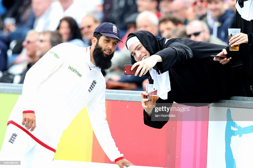 <a gi-track='captionPersonalityLinkClicked' href=/galleries/search?phrase=Moeen+Ali&family=editorial&specificpeople=571813 ng-click='$event.stopPropagation()'>Moeen Ali</a> of England takes time to have selfies with the crowd during day three of the 2nd Investec Test match between England and Sri Lanka at Emirates Durham ICG on May 29, 2016 in Chester-le-Street, United Kingdom.