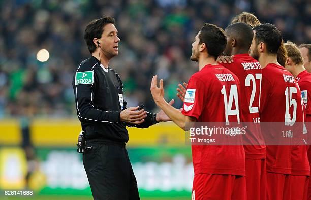 Moenchengladbach Germany 1 Bundesliga 11 Spieltag Borussia Moenchengladbach 1 FC Koeln Schiedsrichter Manuel Graefe mit Jonas Hector