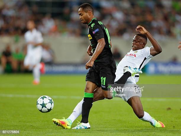 Moenchengladbach Germany Champions League Qualifikation Rueckspiel Borussia MoenchenMoenchengladbach Young Boys Bern Zweikampf Raffael gegen Denis...