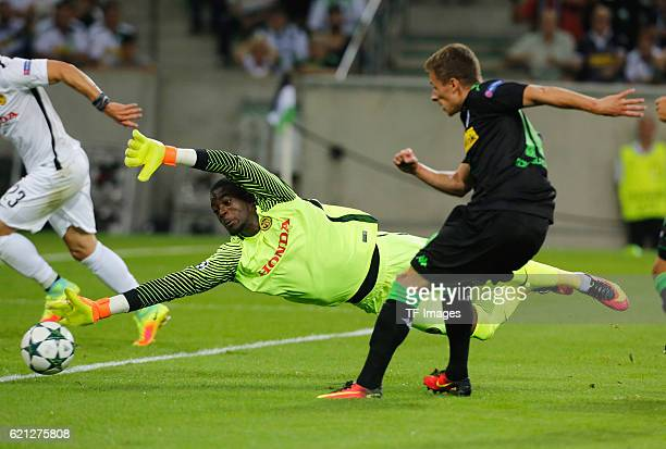 Moenchengladbach Germany Champions League Qualifikation Rueckspiel Borussia MoenchenMoenchengladbach Young Boys Bern Thorgan Hazard schiesst zum 10...