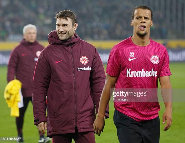 Moenchengladbach Germany 1 Bundesliga 9 Spieltag Borussia Moenchengladbach Eintracht Frankfurt CoTrainer Robert Kovac mit Timothy Chandler