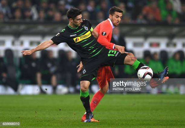 Moenchengladbach's forward Lars Stindl and Fiorentina's defender from Uruguay Maximiliano Olivera vie for the ball during the UEFA Europa League...