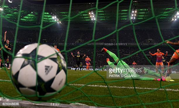 TOPSHOT Moenchengladbach's Swiss goalkeeper Yann Sommer dives for the ball during the UEFA group C Champions League football match between Borussia...